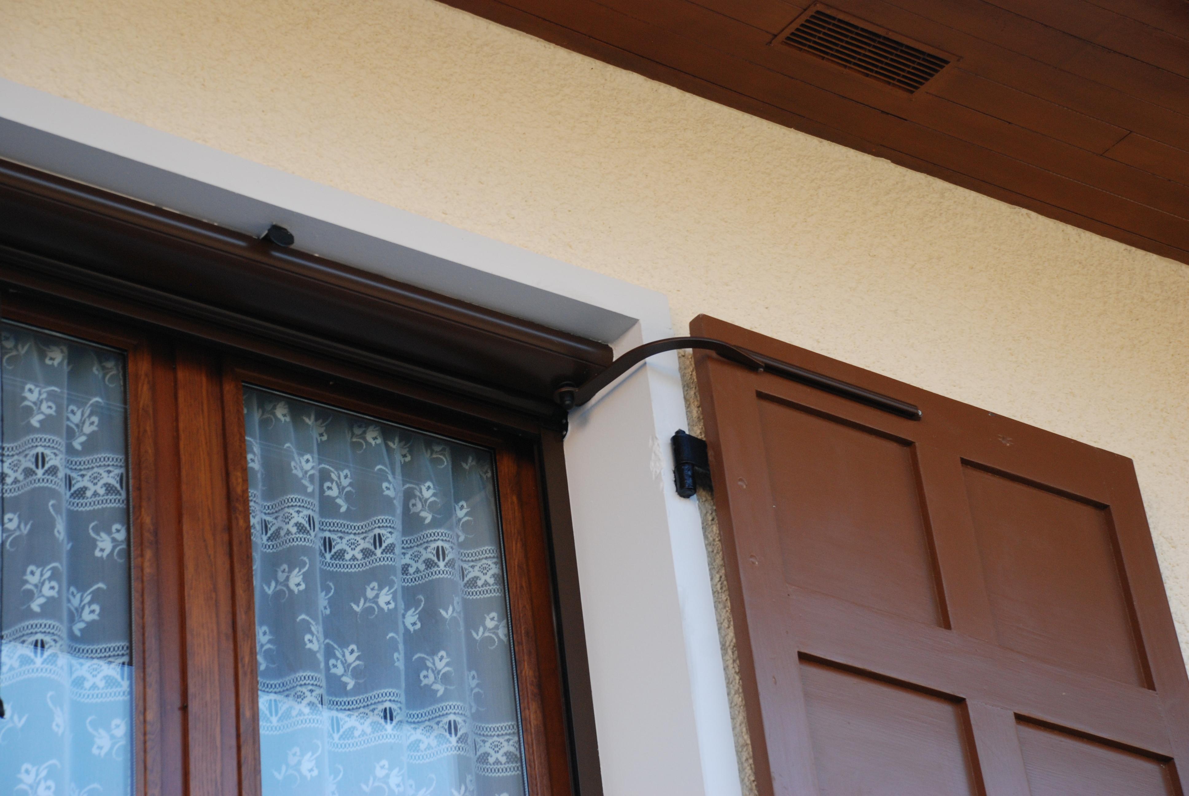 Volet battant avec automatisme dans une maison en Savoie