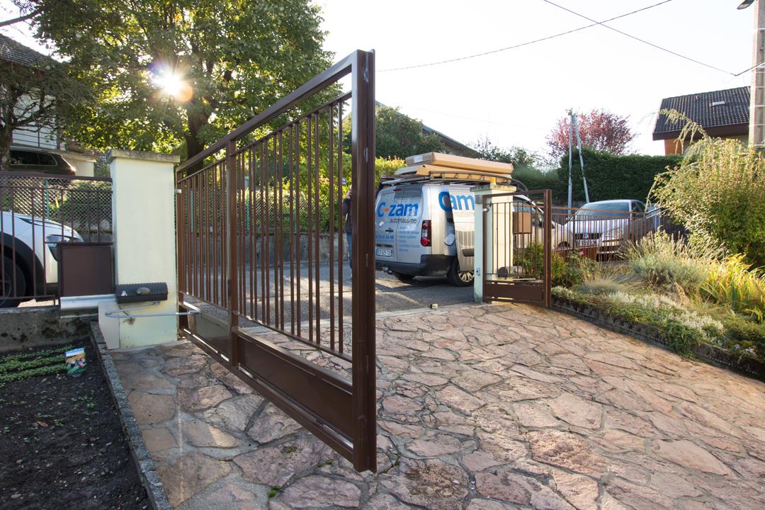 Installation de portail avec fermeture automatique pour maison, villa et résidence en Savoie et Haute-Savoie