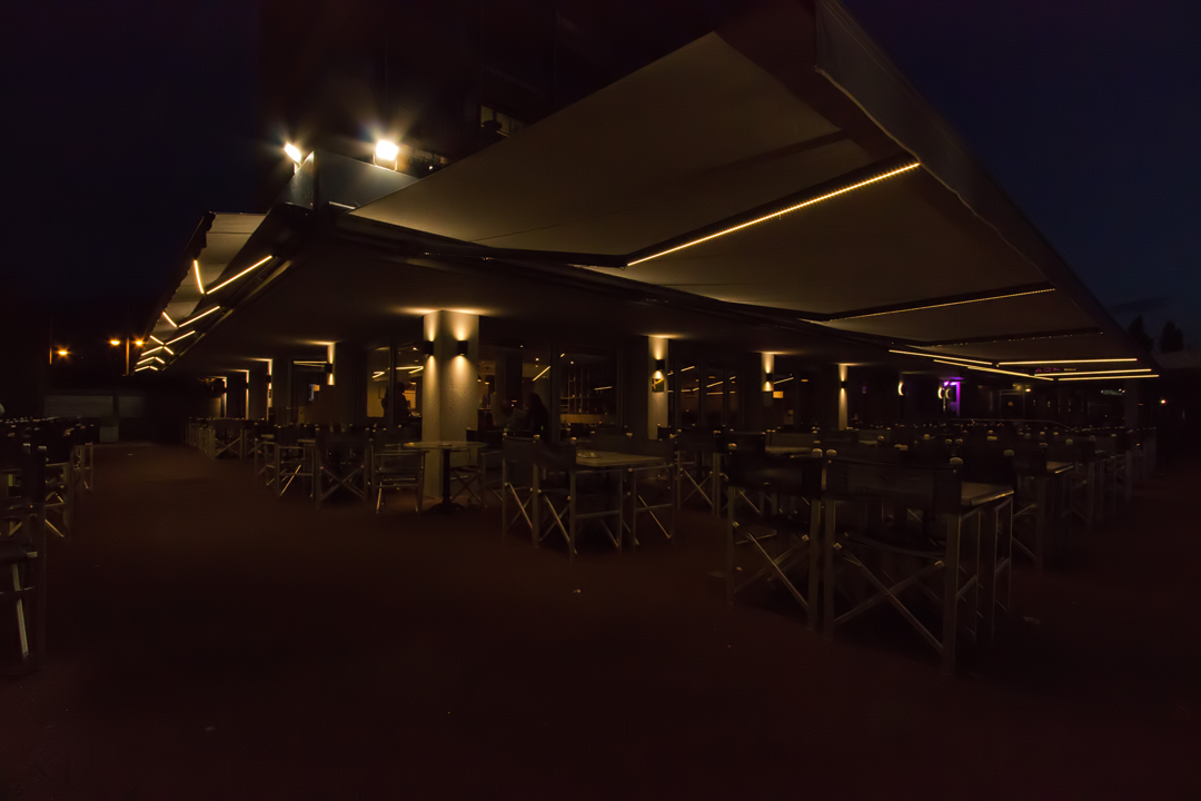Store extérieur pour restaurant, bar et commerce avec intégration de lumière en Savoie, Haute-Savoie et Isère