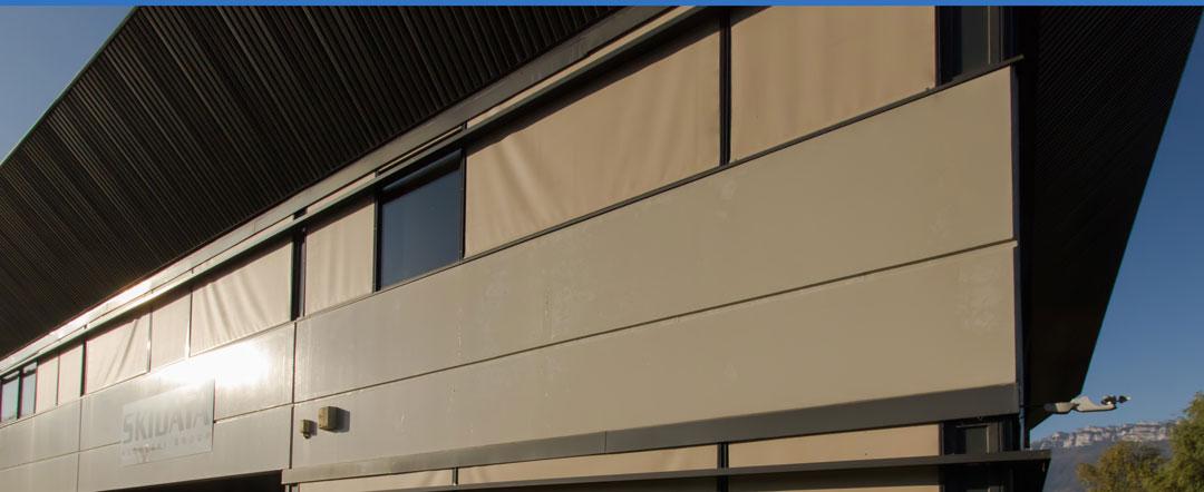 Installation de stores intérieurs chez Skidata en Savoie