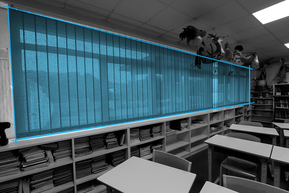 Store intérieur vertical dans une école maternelle