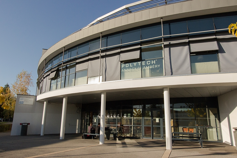 Installation de stores à l'IUT d'Annecy