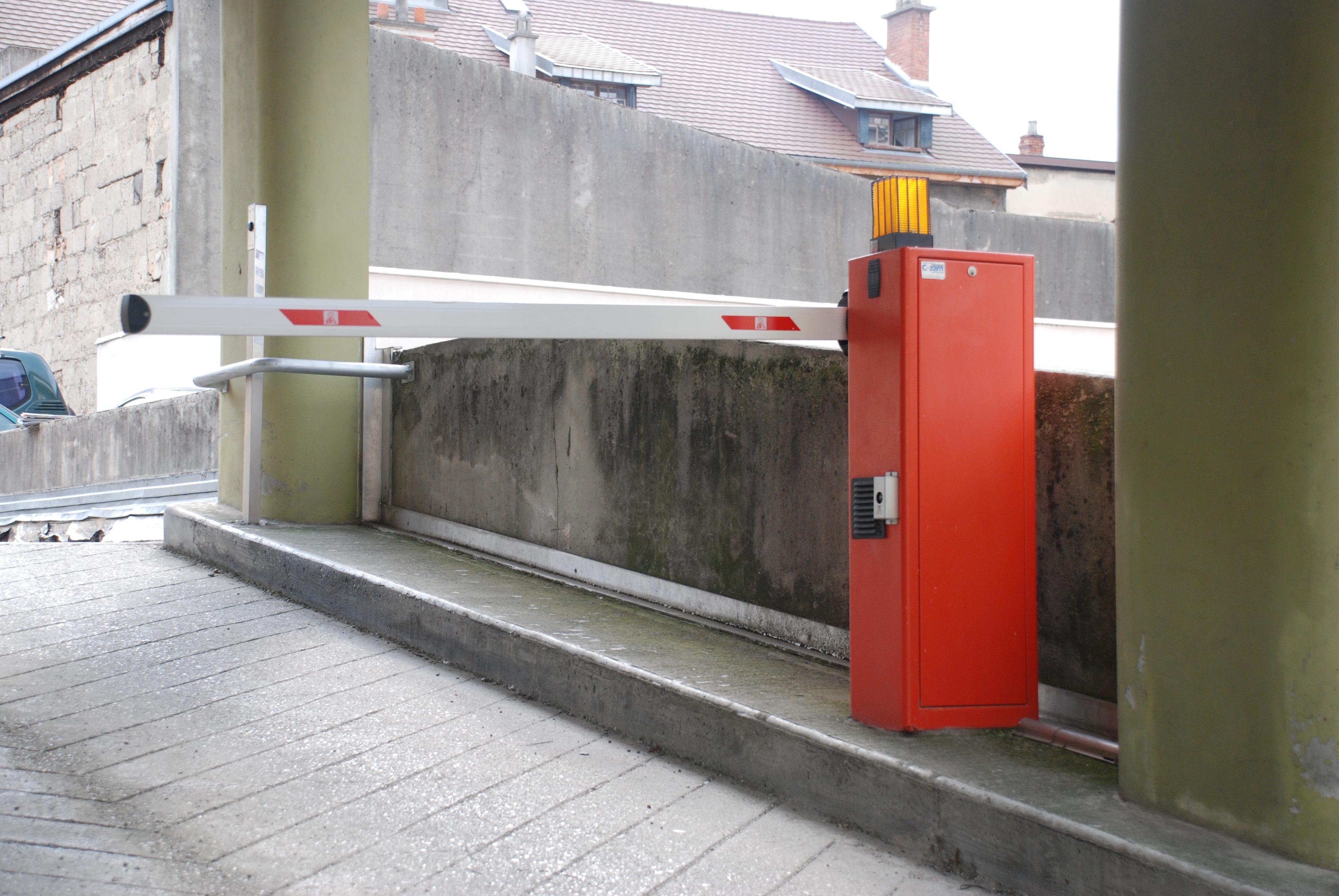 Barrière automatique pour parking de ville
