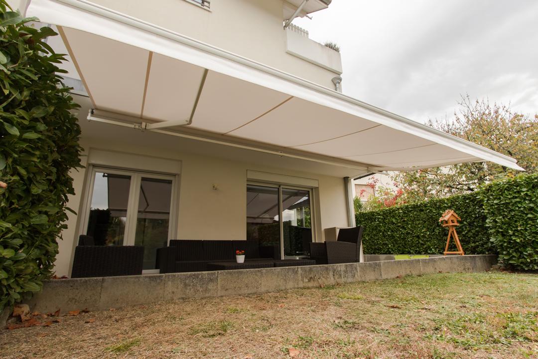 Store avec automatisme pour terrasse de maison, appartement