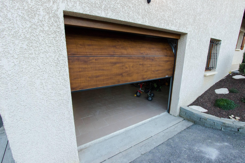 Changement d'une porte de garade de maison avec installation d'un automatisme